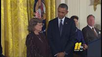 Obama honors Smith, Clinton, Oprah with freedom medal