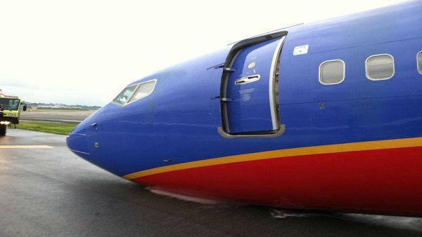 NTSB investigating landing gear collapse on Southwest Airlines plane