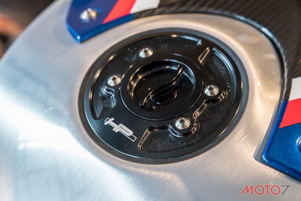 為競技而生:BMW HP4 Race 實車鑑賞