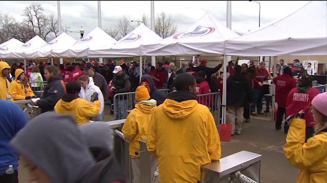 Bears fans bundle up for tonight`s game-