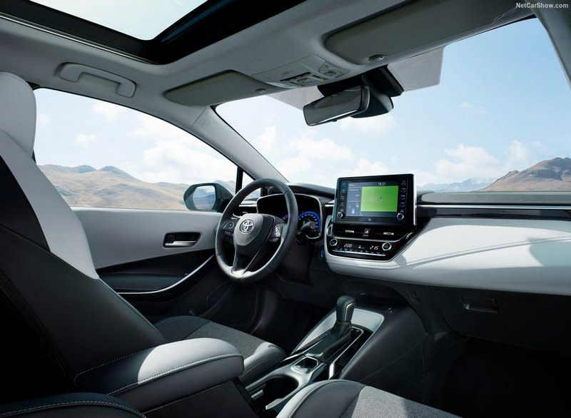 Corolla Touring Sports將會搭載3D儀表、抬頭顯示器、多媒體觸控系統、手機無線充電與JBL音響等配備。