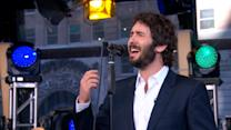 Josh Groban Performs 'Somewhere Over the Rainbow'