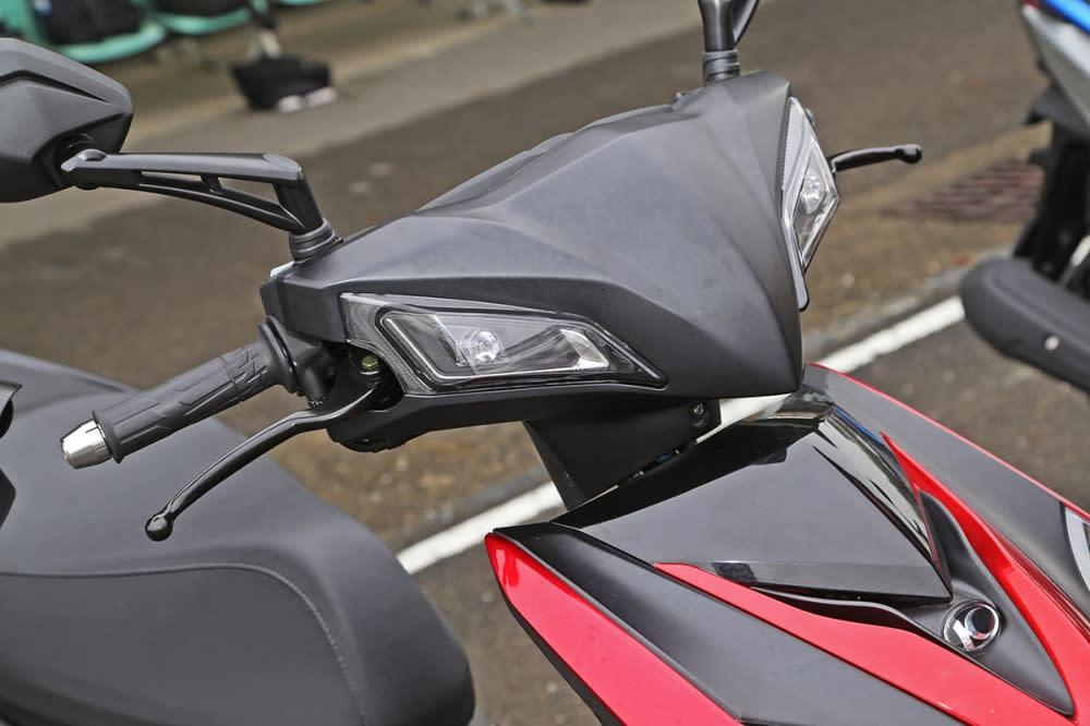 龍頭造型與Racing S 125 無異。