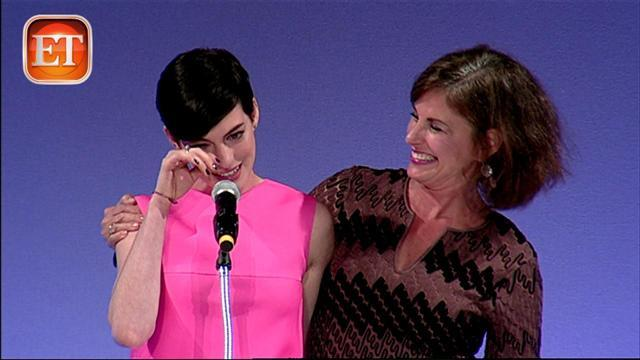 Anne Hathaway Gets Emotional at Cancer Benefit