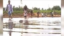 Raw: India Villagers Evacuate Ahead of Cyclone
