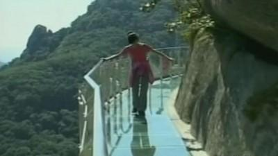 China skywalk will make you queezy