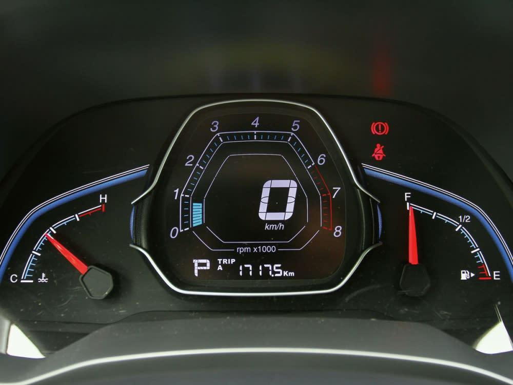 儀表板採三區式設定,顯示效果清晰搶眼。