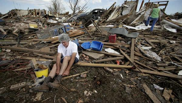 Obama to visit tornado-ravaged Oklahoma town