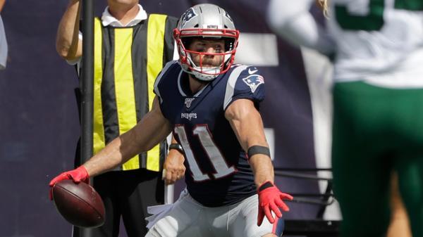 check out 630dc d9bb4 Edelman, Gordon go down for Patriots against Jets