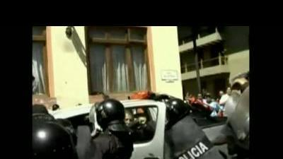Peru detains leader of mining protest