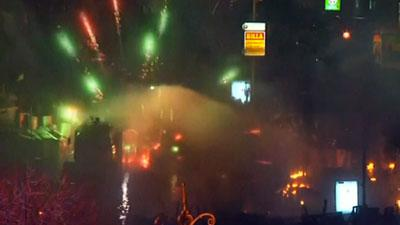 Raw: Riot Police Move Against Protesters in Kiev