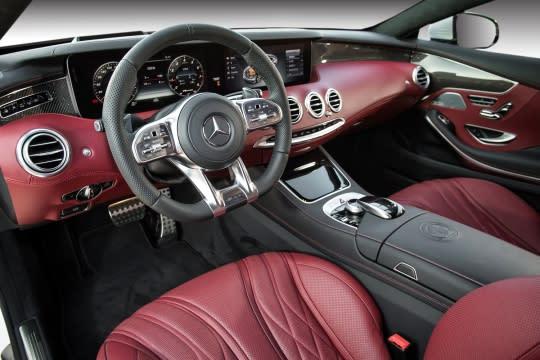The new S-Class Coupe以精選頂級材質打造奢華座艙氛圍,集合尖端科技於大成的操控介面。