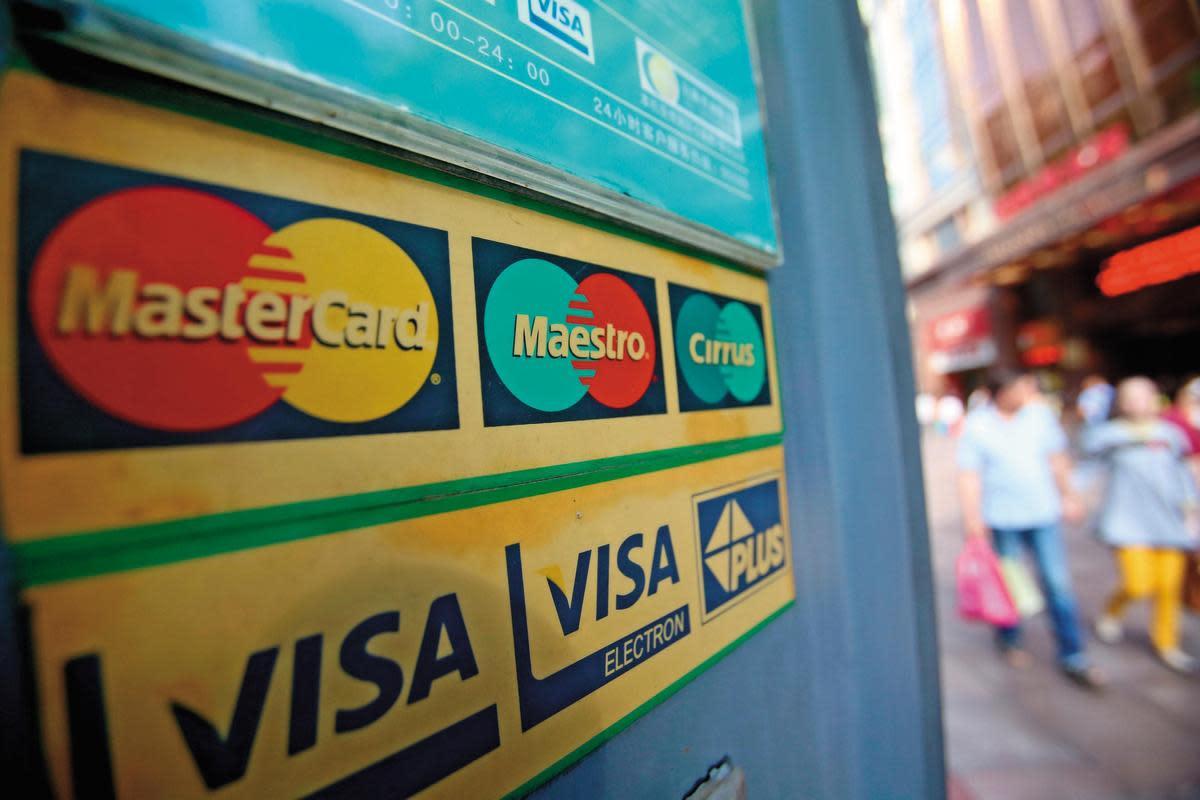 Joseph長期持有2大支付業龍頭萬事達卡和VISA,近5年報酬率逾2倍。(東方IC)