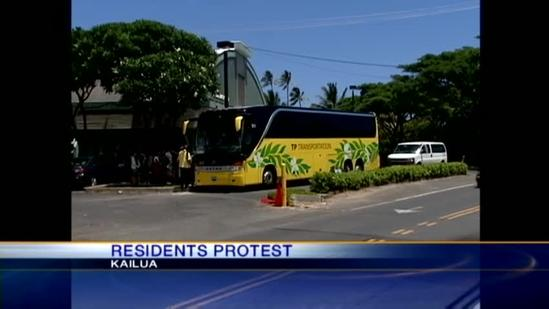 Kailua residents protest against tour bus companies breaking law