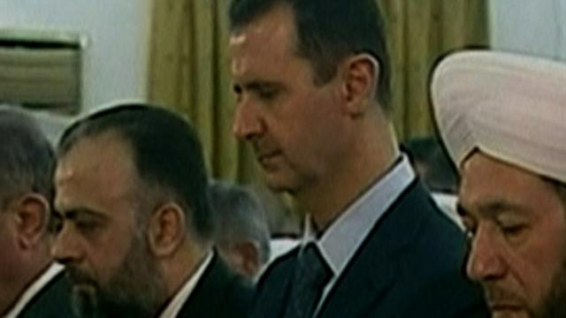 Assad appears at mosque in Syrian capital