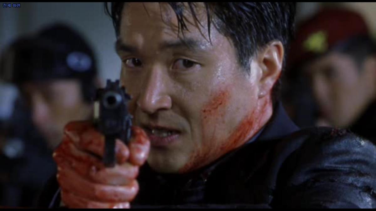 以南北韓諜報為題材的《魚》,所有槍戰場面是引進美國特效技術處理,讓韓國觀眾大開眼界。(翻攝自DAUM網站)
