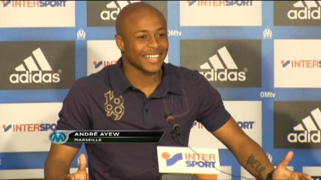 OM - A. Ayew exhibe le nouveau maillot