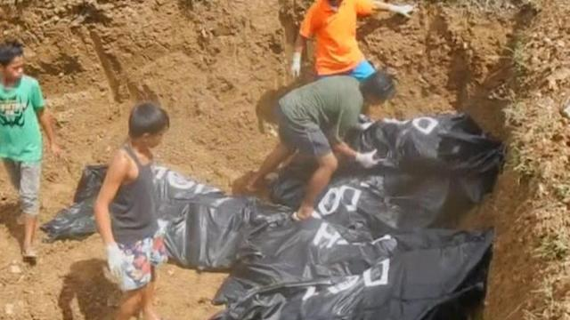 Mass grave created in Tacloban City