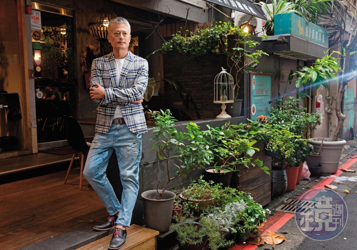十多年來買配息債的作法,讓郭俊宏目前每月有5萬元息收,過著半退休生活。
