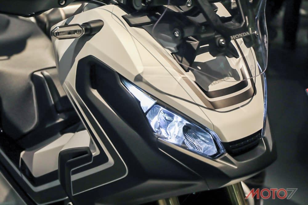 科技感十足的LED燈具,是X-ADV迷人之處。