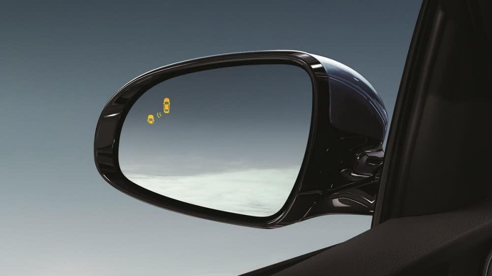 除了全車系標配6氣囊外,旗艦版以上更搭載盲點偵測、後方車側交通警示系統,輔助駕駛察覺視線盲區內的車輛