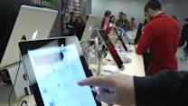 Apple expects holiday cheer on strong iPhone sales