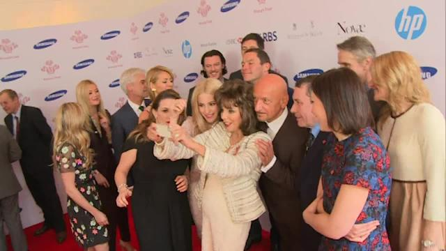 Joan Collins attempts to mimic Oscars selfie