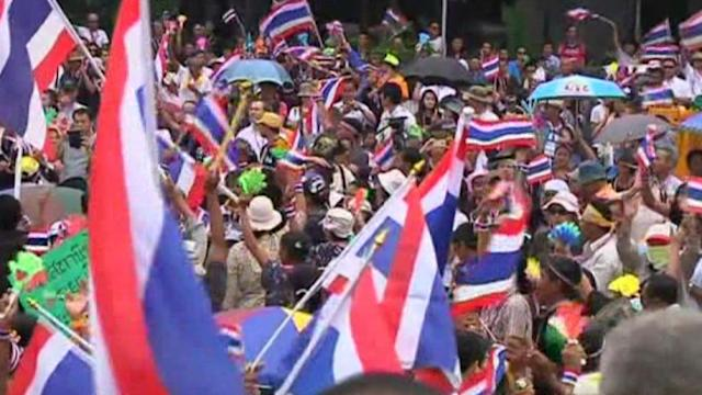 Thai protesters descend on ministries