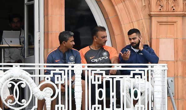 Ravi shastri discussing with Indian batting coach Sanjay Bangar and captain Virat Kohli