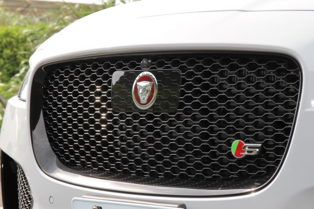 水箱罩與尾門的S專屬銘牌也是辨識車型差異的方法!