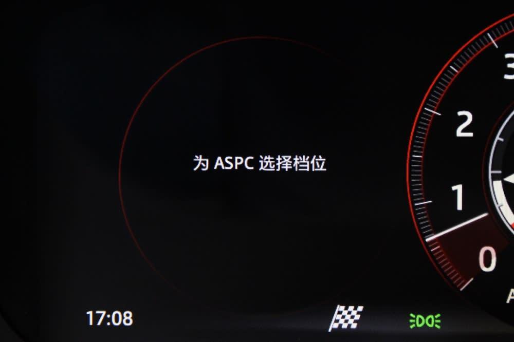 F-Pace S標配ASPC全地形起步輔助系統
