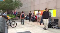 Chicago Apple fans line up for iPhone 5S
