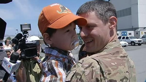 Jubilant homecoming for National Guard at Moffett Field