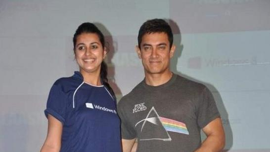 Aamir Khan Felicitates'Talaash'Contest Winner