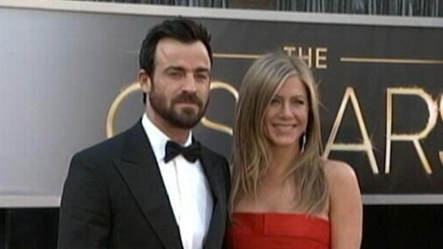 Jennifer Aniston Pushes Back Her Wedding Again