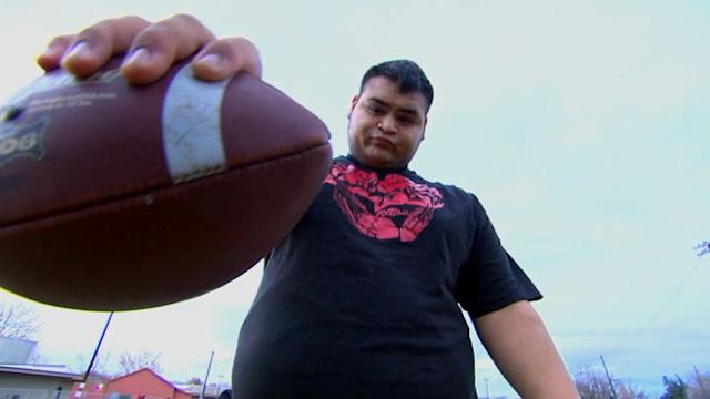 400-Pound High School Football Player Wows Scouts