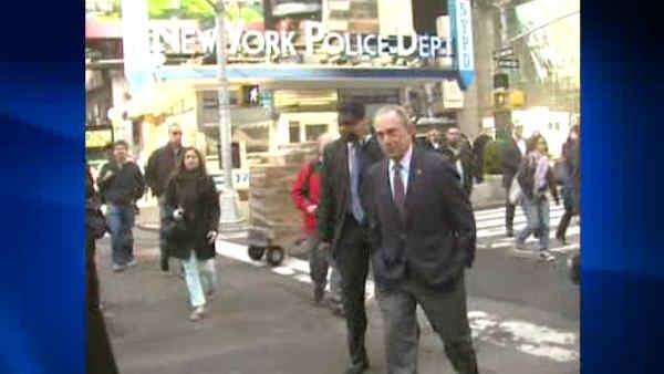 Bloomberg dines in Times Square to show city is safe