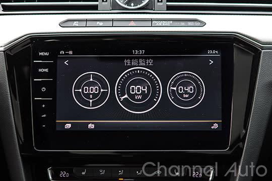 和Touran R-line相同的9.2吋多媒體觸控音響主機增加了性能監控與單圈計時器。