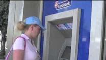 Tourist Withdraws Large Sum From Greek ATM, as Restrictions Remain for Locals