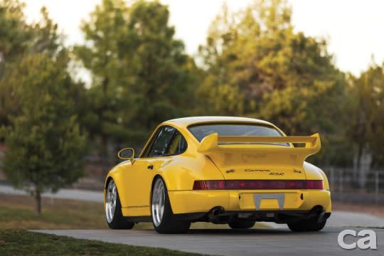 近年來氣冷老Porsche的身價漲幅驚人,這兩輛突破百萬的911 Carrera RS 3.8與3.8 RSR可說是最〝一拜〞的964,迷人的車型加上極其稀少的產量(55輛),雖然以車齡而言還算不上古董車,但相當具增值實力。