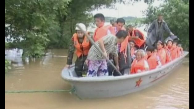 Floods in China trap residents in their homes