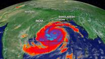 Katrina-sized cyclone slams east Indian coast