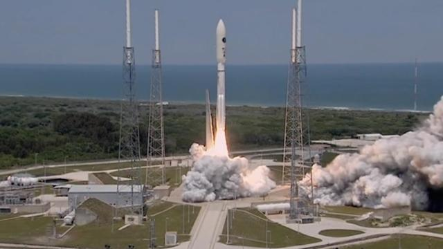Atlas V rocket launches carrying classified payload