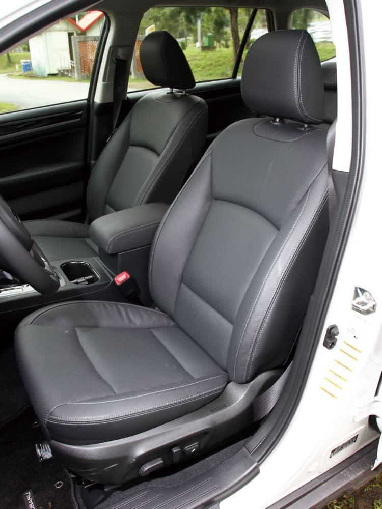 雙前座椅除了採用真皮包覆外,乘坐舒適性具有極佳感受,並擁有內艙各為一致的整體性。