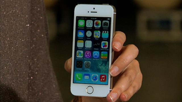 Episode 54: Unboxing Apple's iPhone 5S in gold