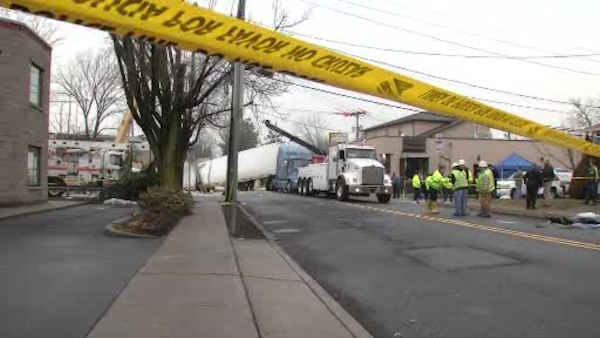 NJ Transit restores service after train, truck collision