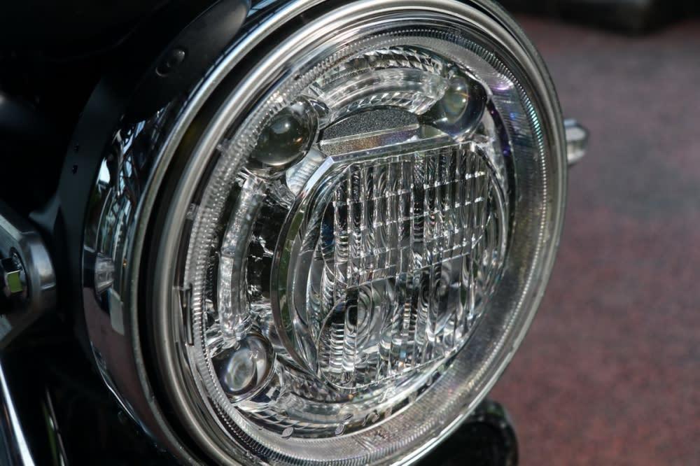 傳統的圓燈造型依舊維持,但內部的燈泡改由LED取代