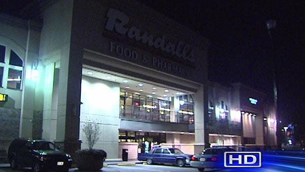 Randall's employee stabbed in parking lot in Midtown