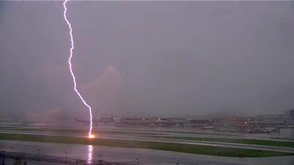 Lightning hits runway at Phila. Int'l Airport