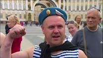 Angry ex-paratroopers interrupt gay rights protest in St. Petersburg